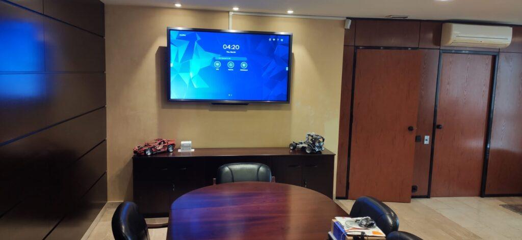 Instalar una Pantalla interactiva para Videoconferencias