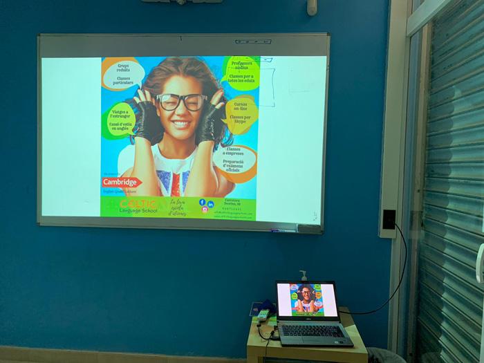 Soluciones Audiovisuales para Academias mediante proyector