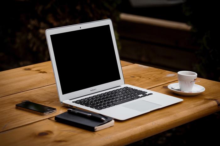 Equipos Audiovisuales para Videoconferencias de Escritorio con portátil. Mistermix